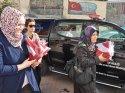 Niğde Valiliği, vatandaşlara Türk bayrağı dağıttı