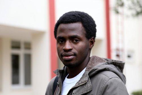 Sokakta kalan yabancı öğrenciye hocası sahip çıktı
