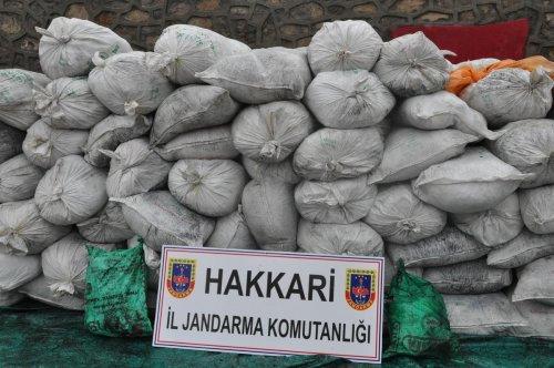 Hakkari'de 6 ton kaçak çay ele geçirildi