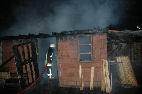 Tekirdağ'da kereste imalathanesinde yangın: 2 yaralı