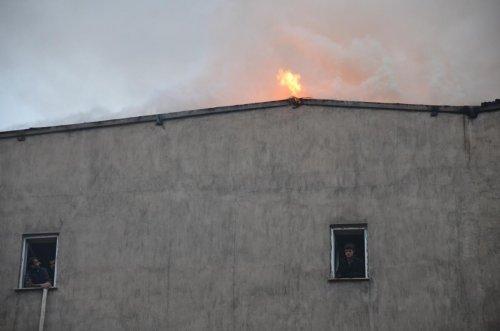 Yüksekova'da yangın paniğe neden oldu