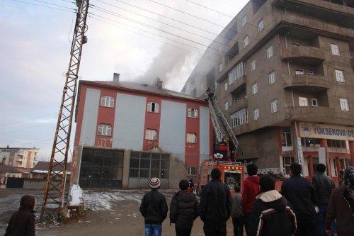 Yüksekova'da çatı katında yangın