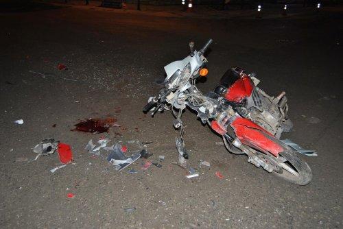 Otomobil Motosiklete Çarpıp Kaçtı : 2 Yaralı
