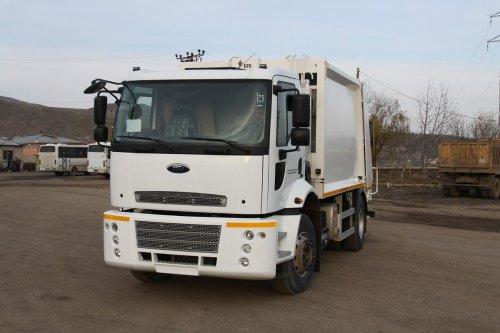 Bingöl Belediyesi'ne çöp toplama aracı hibe edildi