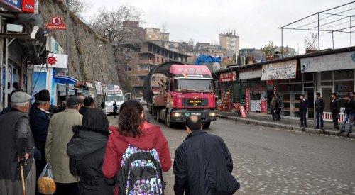Bitlis'ten geçirilen dev baraj borusu şaşırttı