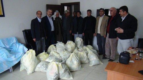 KDP'den 120 aileye giysi yardımı