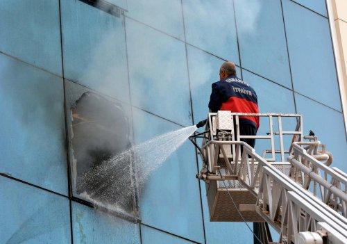 Osmaniye'de iş merkezinde yangın