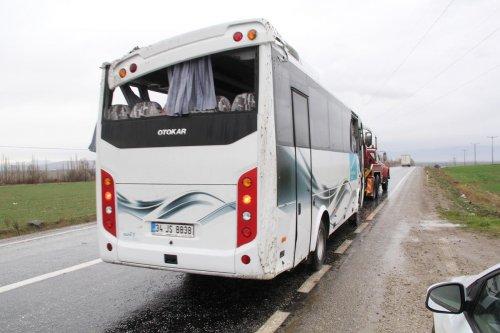 Afyonkarahisar'da Malezyalı turistleri taşıyan otobüs devrildi: 17 yaralı