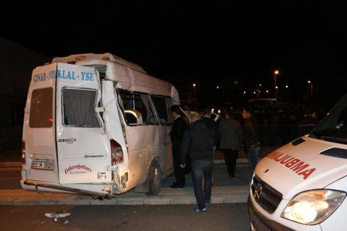 Denizli'de trafik kazası: 19 yaralı