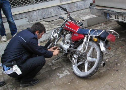 Sandıklı'da çalınan motosiklet terk edilmiş halde bulundu