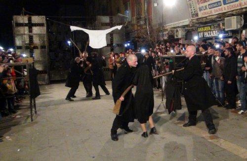 Mardin'de açık havada tiyatro keyfi