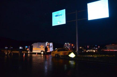 Çorum'da otomobil ile taksi çarpıştı: 2 ölü, 5 yaralı