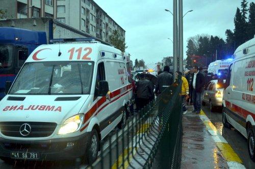 Kocaeli'nde otomobilin çarptığı 2 kadın yaralandı