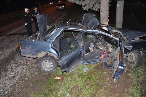 İzmir'de iki otomobil çarpıştı, 3 kişi yaralandı