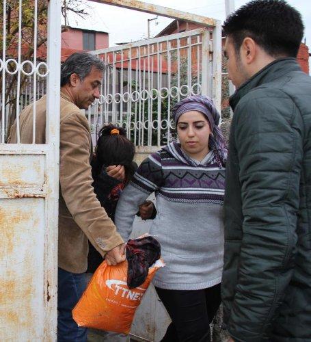 Yardım isteyen üç çocuğa ev sahibi şefkati