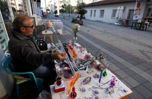 Sanatını sokakta yaşatıyor