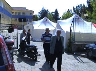 Simav`da Depremzedeler oy kullanıyor