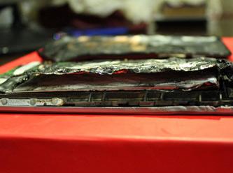 Şarja takılan tablet kömür oldu!