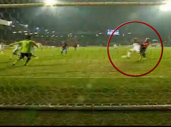 Former Liverpool forward Dirk Kuyt misses open goal for Fenerbahce at Plzen