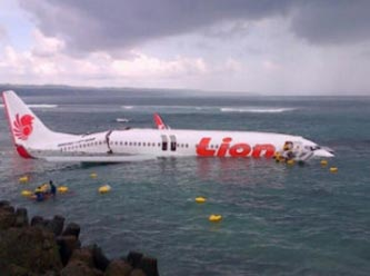 Uçak denize düştü, mucizevi kurtuluş - İLK FOTOĞRAF