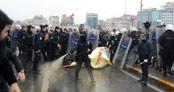 Taksim'de CHP'lilere polis müdahalesi