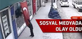Türk Bayrağı'nı görünce defalarca aynı şeyi yaptı