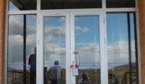 O ilin ilk ve tek özel okulunu 'gerekçesiz ve süresiz' kapattırdı