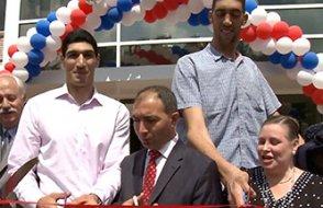 İki uzun adam, ABD'de Türk okulu açtı