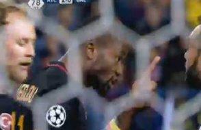 Galatasaraylı iki futbolcu sahada birbirine girdi