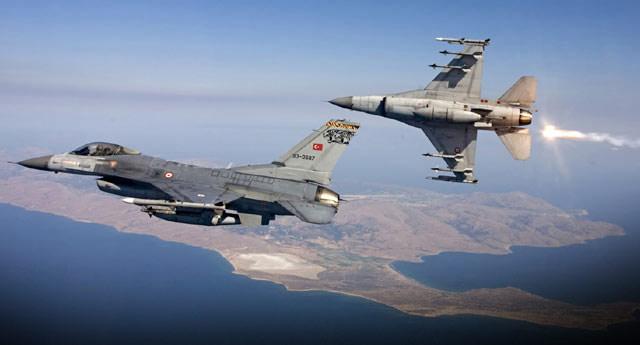 Sınırda F-16'ların uçuş fırmasyonu değiştirildi