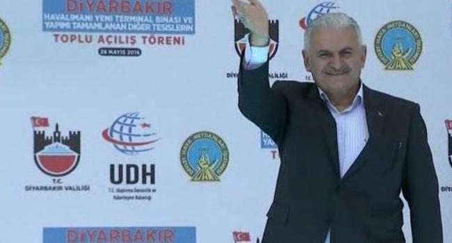 Binali Yıldırım'dan Diyarbakır'da büyük gaf