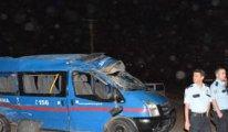 Jandarma minibüsü takla attı