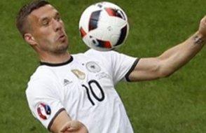 Podolski ve Gomez tarihe geçti