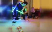 Dünyanın en tatlı kılıç savaşı :) -video