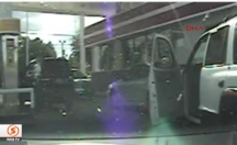 ABD'de polis silahsız genci böyle vurdu! -video