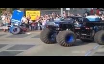 'Canavar Kamyon' kalabalığın arasına daldı -video
