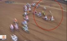 Motocross şampiyonası nefes kesti! -video