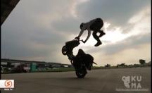 Scooterla yer çekimine meydan okudu -video
