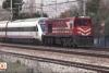 Elektrik kesintisi nedeniyle yolda kalan YHT'yi kara tren çekti