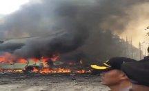 Endonezya'da askeri uçak düştü: En az 30 ölü var -video