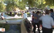 Biber gazı sıkan polise böyle kafa attı