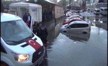 Evleri su bastı, araçlar sele kapıldı