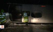 Erzincan'da yolcu otobüsü devrildi: 13 yaralı