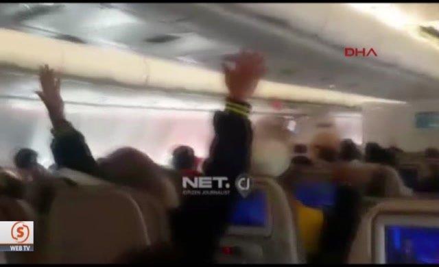 Türbülansa giren uçakta dehşet anları böyle görüntülendi